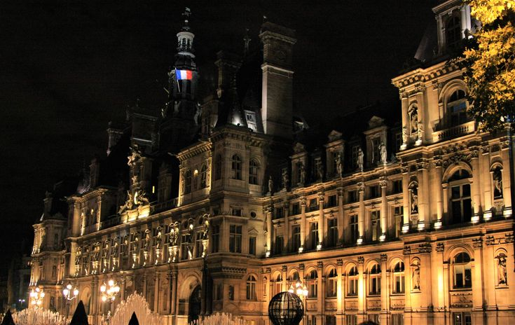 What to see in Paris? The Hotel de Ville (the Town Hall)!