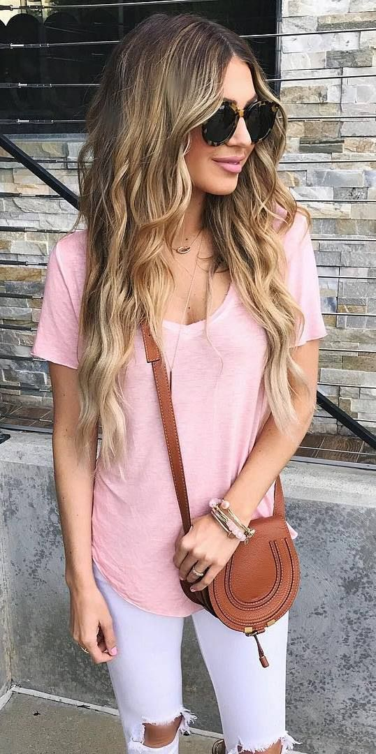 casual style addict: t-shirt + bag + rips