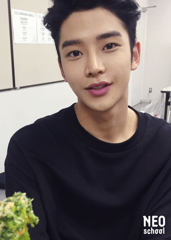 Rowoon-ssi, the epitome of sexy! He is 189cm, a year older than me and just an all around sweetheart! Keep doing you booboo!! 사랑해