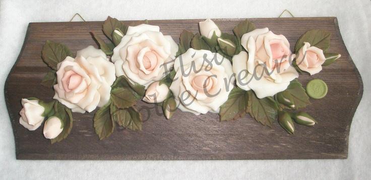 Tavoletta lunga con rose rosa in pasta di mais