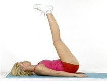 Les abdos pour éliminer la couche graisseuse - Abdos : objectif ventre plat - Femme Actuelle    3*25