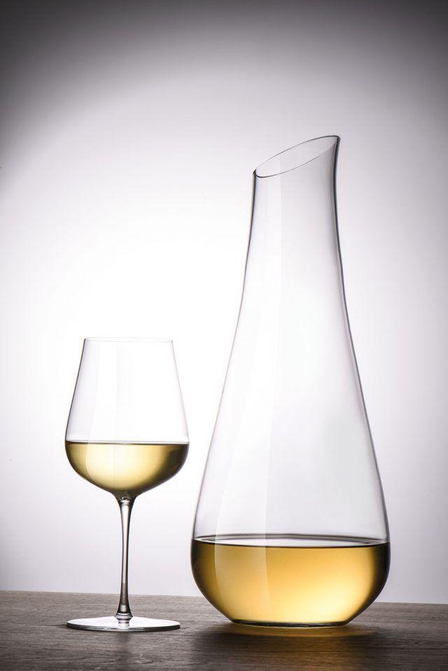 I går la designduon Bernadotte & Kylberg ut ett meddelande på sin facebooksida om deras senaste samarbete med den berömda vinglastillverkaren Zwiesel Kristallglas.  – Vi strävar ständigt efter en unik och tidlös design med högsta kvalitet i kombination med vår stora övertygelse att form följer funktion, har vi utvecklat en exklusiv glaskollektion i två serier. Air och Air Sense, skriver duon på Facebook.