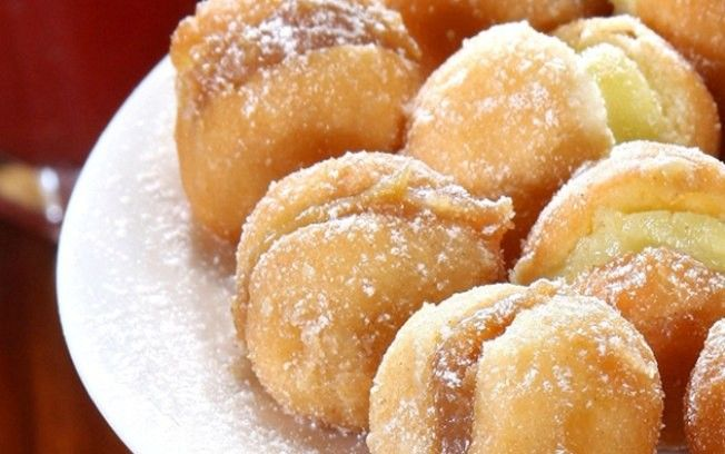 My all time favorite brazilian dessert! It still isn't like the brazilian bakery that I ate these from in Rio, but it satisfied my craving. Brazilian Bakery, Brazilian Dishes, Brazilian Dessert, Brazilian Recipes, Sweet Recipes, Cake Recipes, Snack Recipes, Good Food, Yummy Food