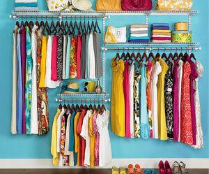 Para eliminar olor a ropa guardada: Elimine este olor colocando en los closet una bolita de alcanfor en cada esquina. Esparza cascarilla de mandarina por todo el closet y vera como el olor desaparecerá.