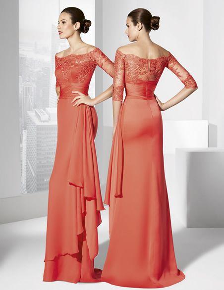 Vestido de fiesta largo coral confeccionado en georgette y cuerpo de rebrodé.