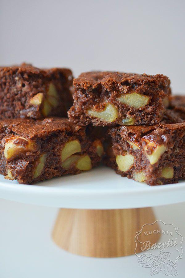 Wściekła szarlotka Babci Zosi to ciasto, które lubię za prostotę wykonania oraz za jej wilgotność - jest pyszne! Koniecznie spróbujcie.