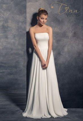 Jednoduché svadobné šaty s rovným výstrihom