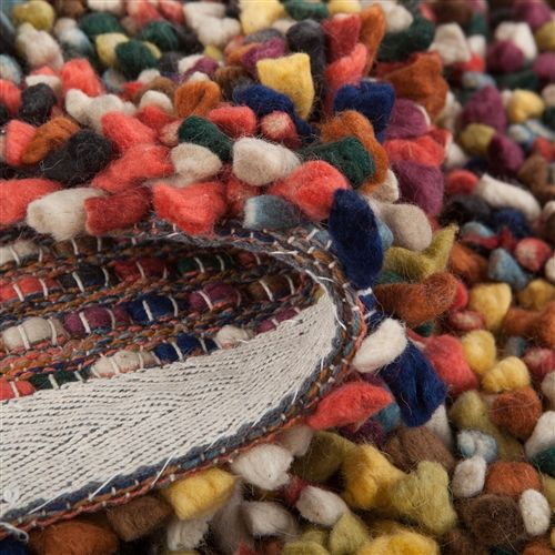 Overal speelse, gekleurde bolletjes op dit unieke Pixel Vloerkleed! De afwisseling van felle en wat subtielere kleuren zorgt voor een prachtig geheel. Geef je woonkamer een warme, vrolijke uitstraling met dit unieke, handgemaakte vloerkleed.
