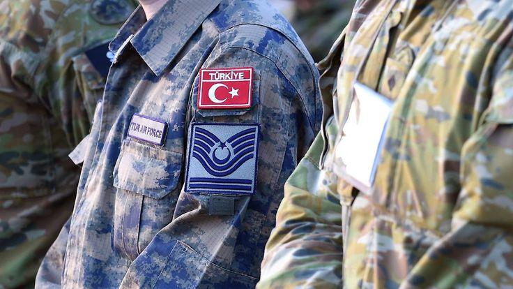 Asyl für türkische Soldaten gewährt: Merkel lehnt Todesstrafen-Referendum in Deutschland ab