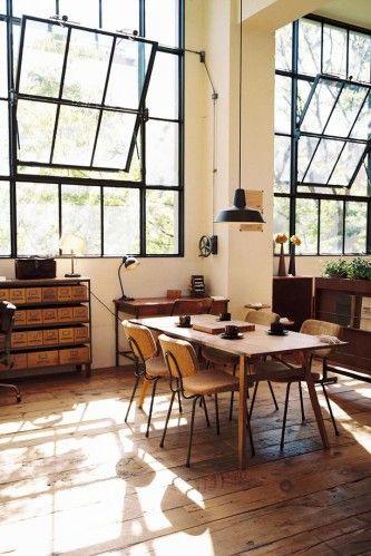 Essbereich mit Industrie Fenstern