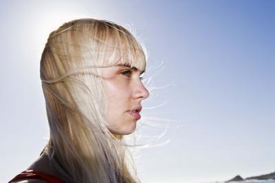 Cómo quitar el color cobrizo y amarillento del cabello con vinagre | eHow en Español