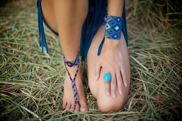 Feet thong and large protection cuff by Ilumina designs. Where else can you find a feet thong such as Ilumina's? Get one now at www.myilumina.com #protected #ilumatucorazon #Kamsa #Sibundoy #tribal