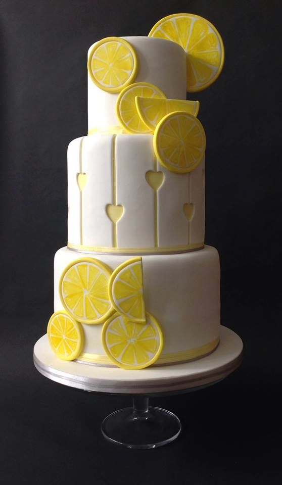 How can you resist a Lemon Cake? Should be my birthday ...
