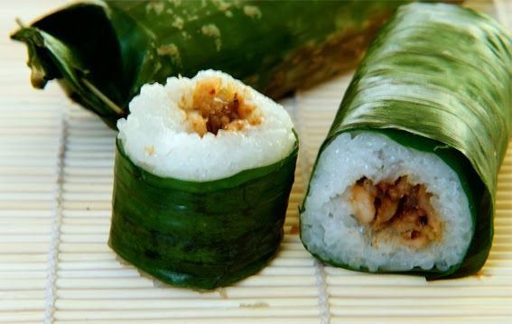 Rice Rolls with chicken Filling ( Lemper ) Indonesian recipes | Indonesian Original Recipes http://indonesiaoriginalrecipes.blogspot.com/2014/01/rice-rolls-with-chicken-filling-lemper-indonesian-recipes.html