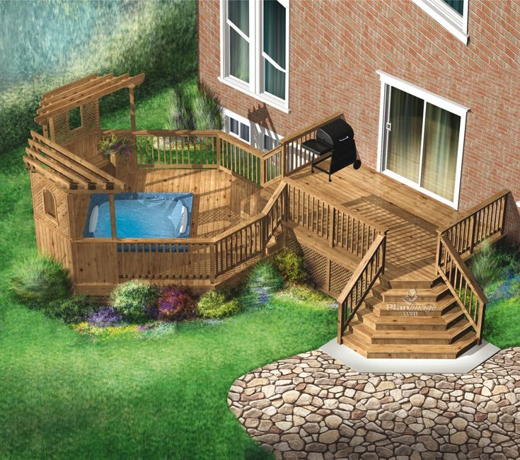 Cette spacieuse terrasse en bois sur 2 niveaux est entourée de garde-corps à barreaux et comprend un escalier qui accède au jardin. Le niveau surélevé est idéal pour les repas, et l'autre, qui possède deux pergolas en coin, peut accueillir un spa
