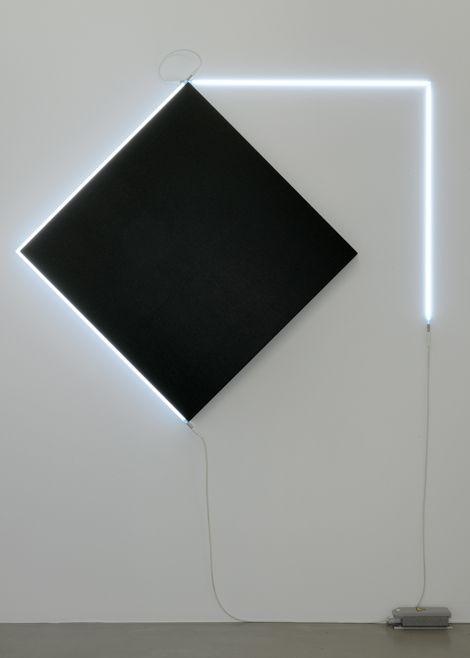 Vue de l'exposition « Kazimir Malévitch & François Morellet, Carrément »