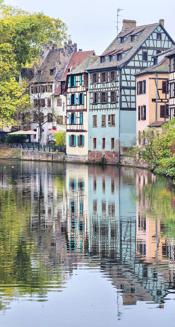 Le Bon Plan d'Hélène pour se promener à #Strasbourg : Se laisser aller dans la ville, prendre des chemins inconnus, Strasbourg regorge d'endroits secrets.