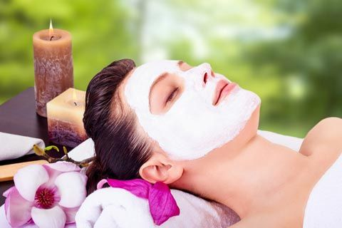 Straffende Gesichtsmaske gegen Fältchen mit nur 3 Zutaten.