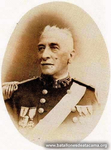 Capitán de Navío Arturo Fernández Vial. Ingreso a la Armada el 2 de marzo de 1873, como cadete de la Escuela Militar. Participo en la I y II campaña en contra del Perú y Bolivia y se hallo presente en acciones tales como, Combate Naval de Iquique dado que estuvo y combatió heroicamente en la Esmeralda ese 21 de mayo de 1879, y Fue capturado por el Huáscar, después seria canjeado por un prisionero peruano. Después participo en el bombardeo al callao, batalla de Chorrillos y Batalla de…
