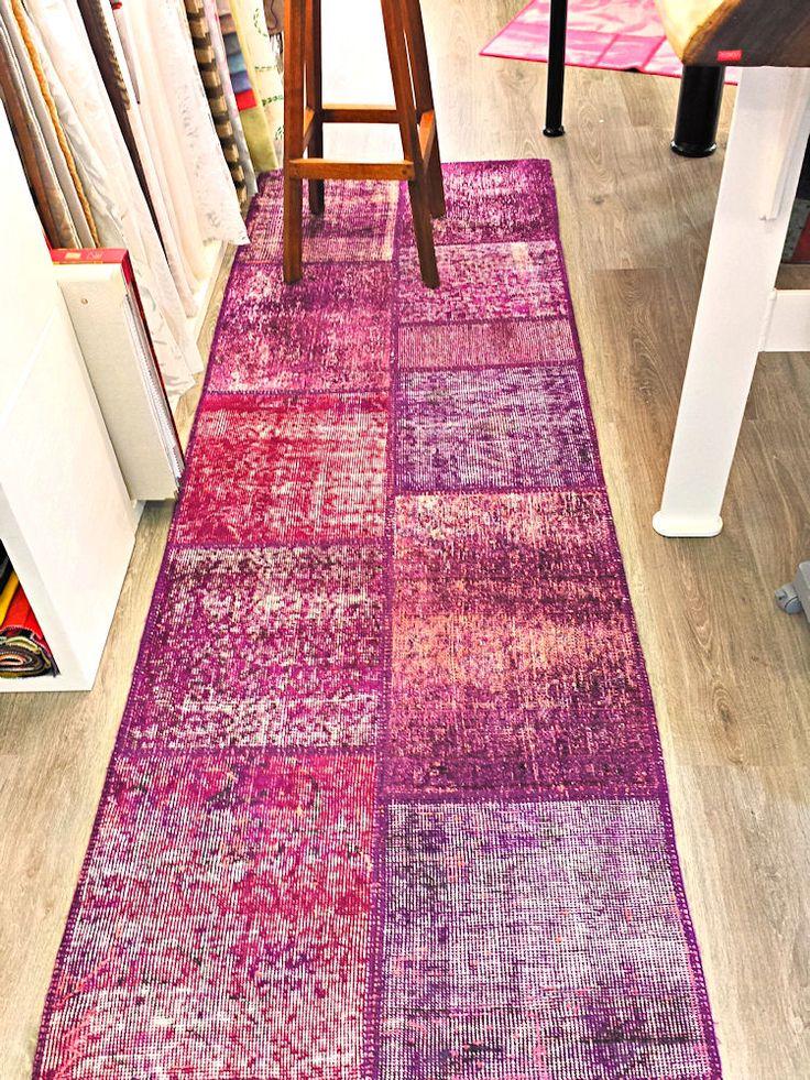 Corsia patchwork vintage ottenuta recuperando vecchi tappeti turchi decolorati e ricolorati. cm 241 x 80. www,helementi.com