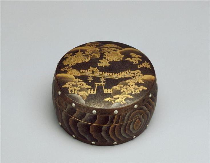 Boîte circulaire en forme de tambour décorée du sanctuaire de Yasaka-jinja de Kyoto