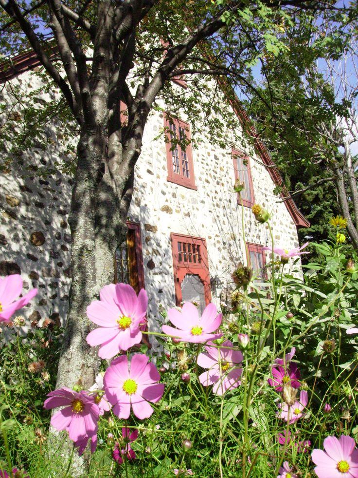 Moulin seigneurial de Pointe-du-Lac à Trois-Rivières, un des plus beaux joyaux d'architecture rurale du Québec. Photo: Nathalie Bouchard / http://www.tourismemauricie.com/membre/moulin-seigneurial-de-pointe-du-lac