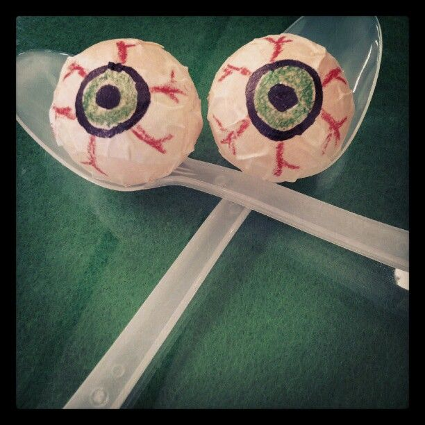 Need a Halloween Party Game? Try the eye ball relay race!  All you need is a ping-pong-ball and some spoons. Sure to be a hit at your Halloween Party!