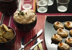 Smoked salmon pate (Hoy toca una receta que seguro que os gusta para vuestras celebraciones: paté de salmón ahumado - loosely translates into a pate recipe using smoked salmon.)