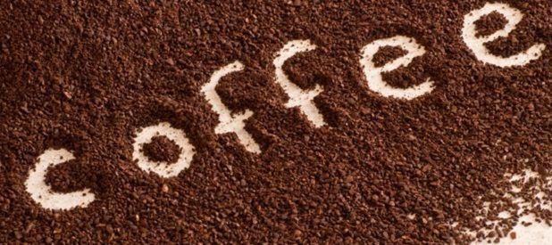 Fondi del caffè? Non si buttano! Ecco 10 modi per riutilizzarli. Ricchi di antiossidanti, i fondi del caffè sono un ottimo alleato per la pulizia della casa e per il corpo. Ogni giorno nelle case degli italiani almeno un fondo di caffè va a finire tristemente nella pattumiera! Dopo aver letto questo articolo, sicuramente non […]