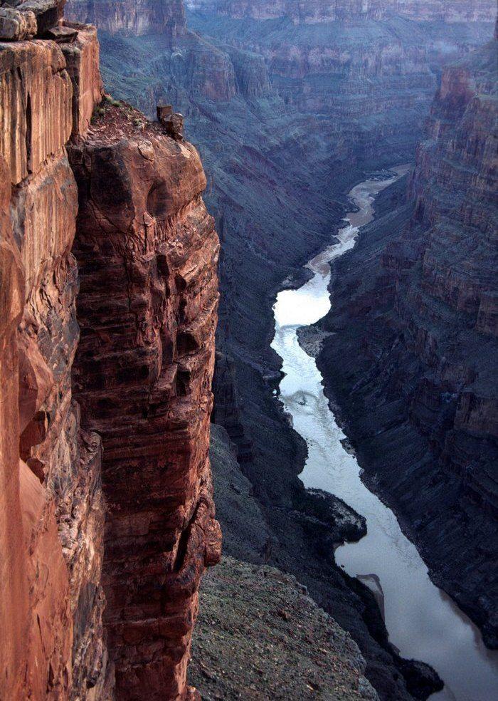 17. Так же река Колорадо продолжает вымывать породы каньона, хоть и медленно, но каньон становится глубже.