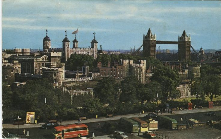 Unknown Publisher Postcard - The Tower and Tower Bridge, London - PT1024 | PC02535