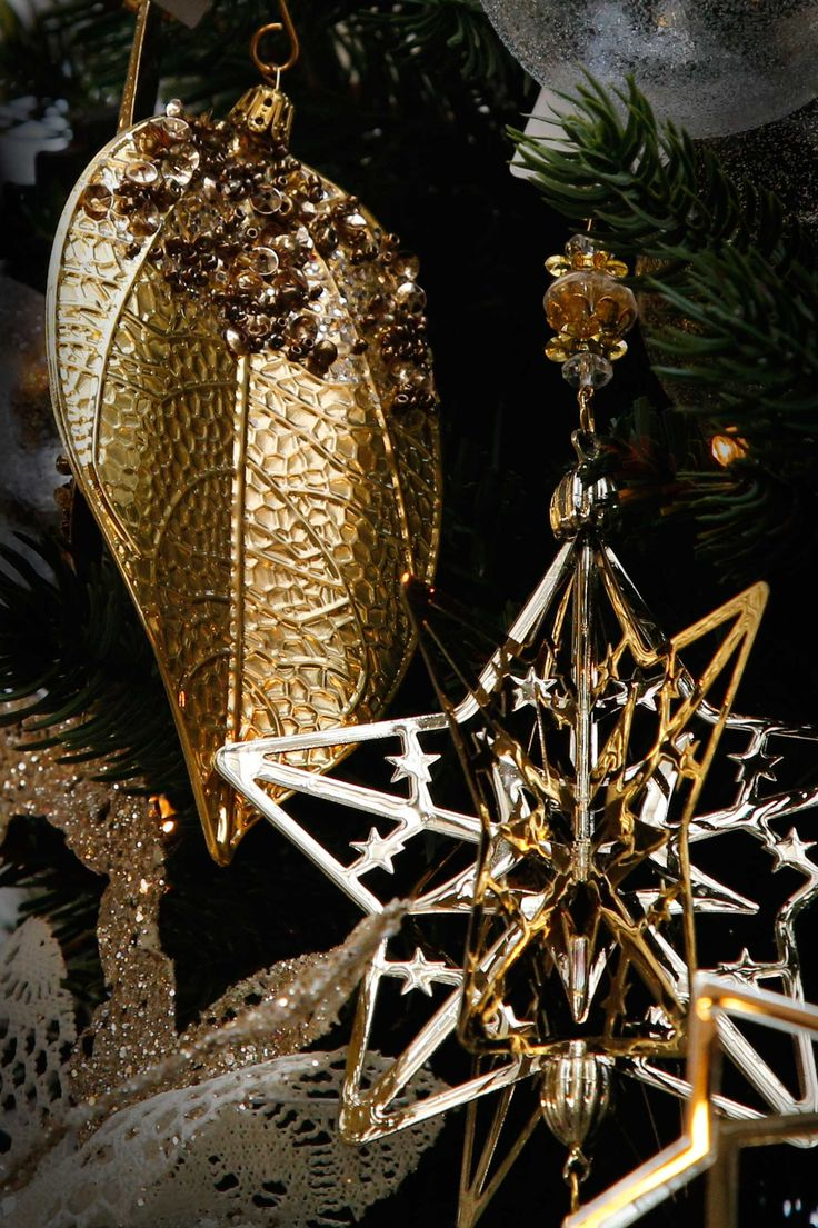 Golden lights, innate elegance. #Agricola #ChicCollection #ChristmasTree