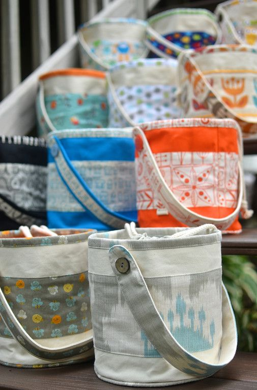 Awesome site~~with tons of tutorials on how to make LOTS of different bags!!