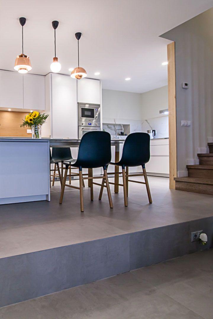 Proyecto de Clysa para una cocina Santos en modelo Line L en color Blanco Nieve. #cocinas #diseño #blanco