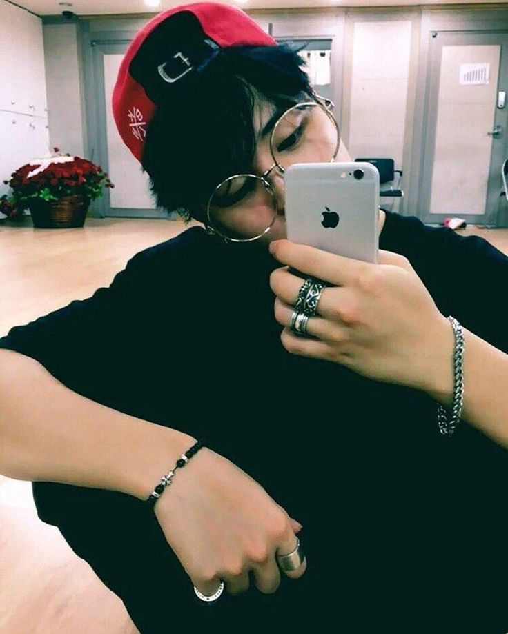 Jimin looking like a famous instagram boy