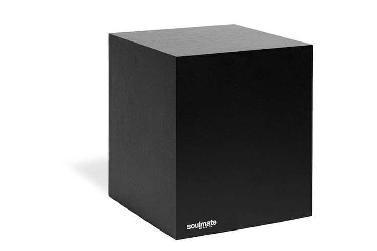 De Soulmate is een strak vormgegeven, multifunctionele kubus met (onzichtbare) wieltjes. Door de toepassing van sterke zwenkwielen is het me...