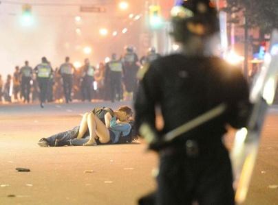 kiss, chaos, police