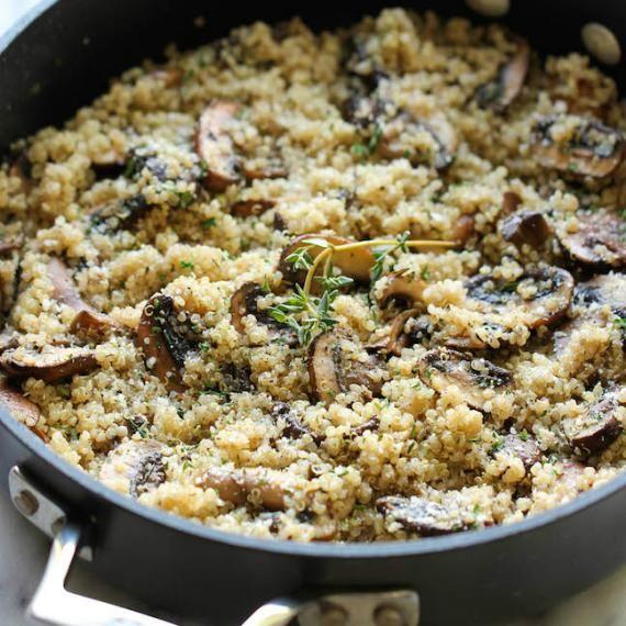 Farofa de quinoa e cogumelos de dar água na boca! Inove nesse fim de ano e faça essa delícia! #receitasfit #receitadefarofa #vegan
