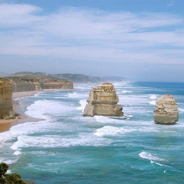 Les 12 Apôtres sur le Great Ocean Road en Australie... Un des sites les plus spectaculaires de la côte!  #voyagevoyage #paysage #destination #victoria #voyage #australie #aventure #greatoceanroad #blogvoyage #instatravel
