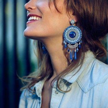 Pendientes Largos de color azul de la marca de bisutería francesa Franck Herval; Colección Verano 2014 Lilly Blue. http://www.tutunca.es/pendientes-largos-azules-franck-herval-lilly-blue#