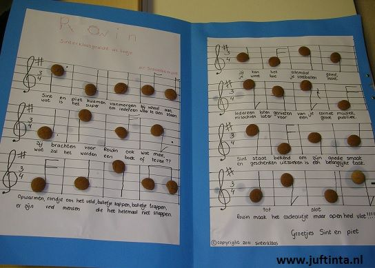 Weer een leuke idee voor de muziekliefhebber. Schrijf het gedicht in de lay out van een muziekboek. Met pepernootjes kun je de noten maken.