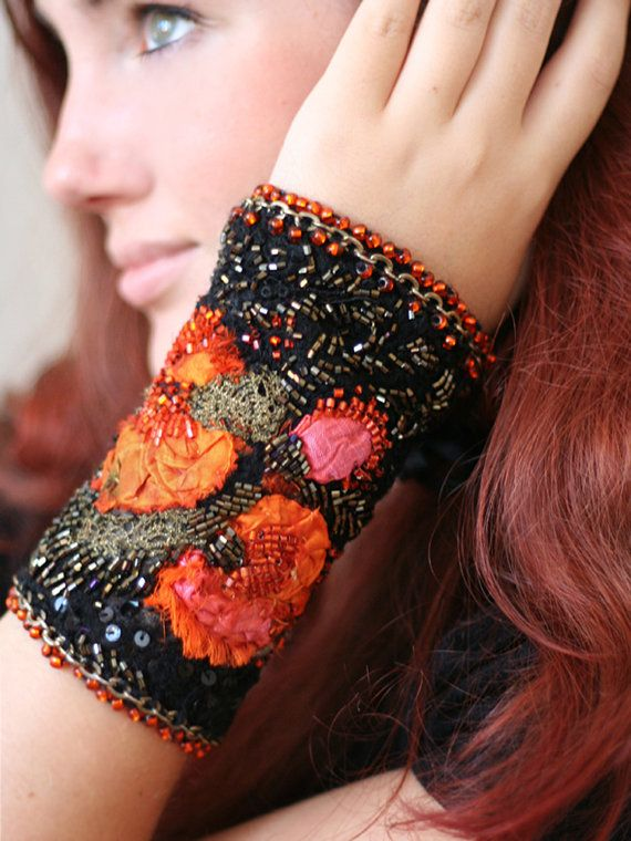 Flamboyante shabby chic wrist cuff vintage silks par FleursBoheme