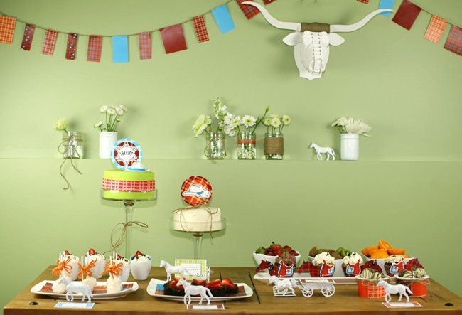Love the cow head and the bunting.Birthday Parties, Barns Parts, Parties Stuff, Cowboy Parties, Parties Ideas, Parties Theme, Desserts Tables, Cowboy Desserts, Birthday Ideas