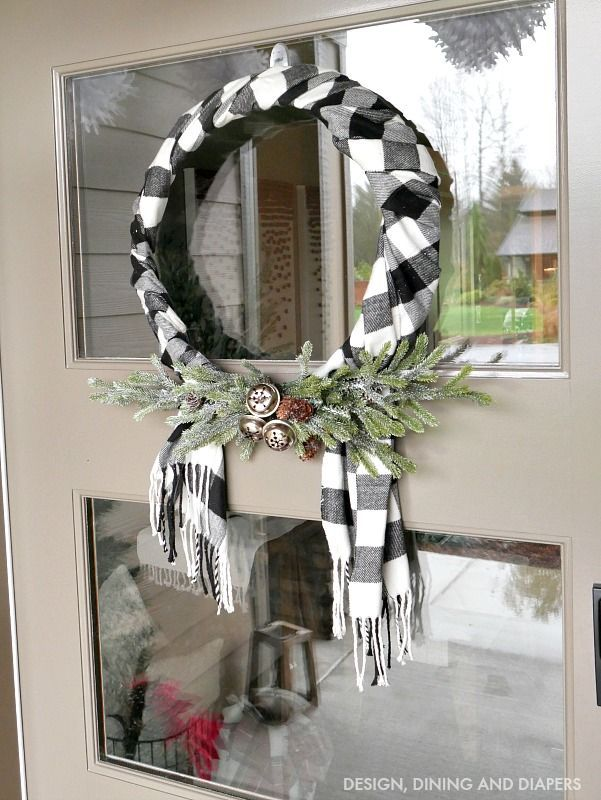 Black and White Buffalo Check Wreath using a scarf!