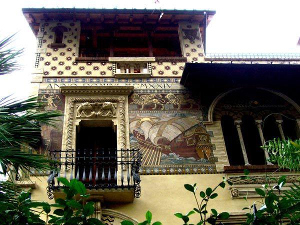 talia. Estilo floreale. El arquitecto Gino Coppedè, fué llamado a Roma para crear todo un barrio.En la imagen el Cuartel Coppedé 1913