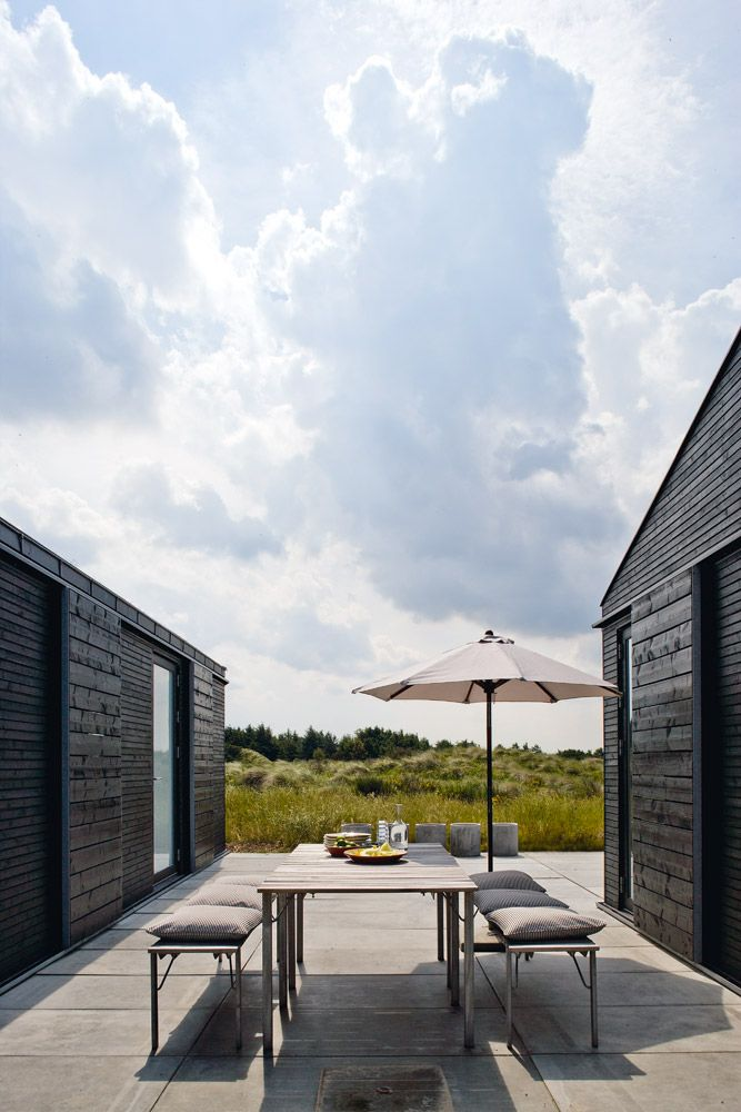 Wow, black exterior and light terrace. Love this combo.