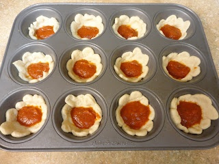 how to make taco bowls with muffin pan