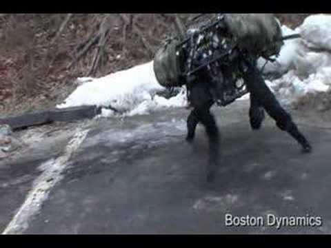 Son las últimas estrellas del Ejército estadounidense. El grande es BigDog, un impresionante cuadrúpedo robótico capaz de correr y escalar (hasta 35 grados de pendiente) en terrenos difíciles