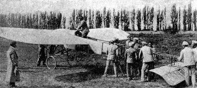 """Primer avión militar chileno """"Blériot""""  piloteado por el Capitán Manuel Ávalos 1913."""