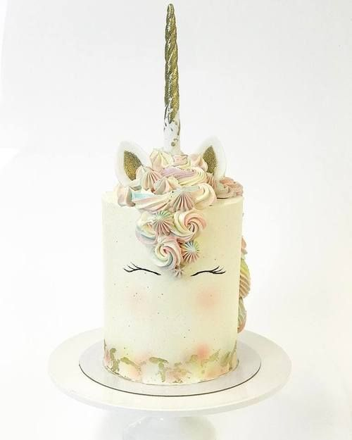 Unicorn cake  with cute pastels. Frangipani, Finnish Bakery, March 2017